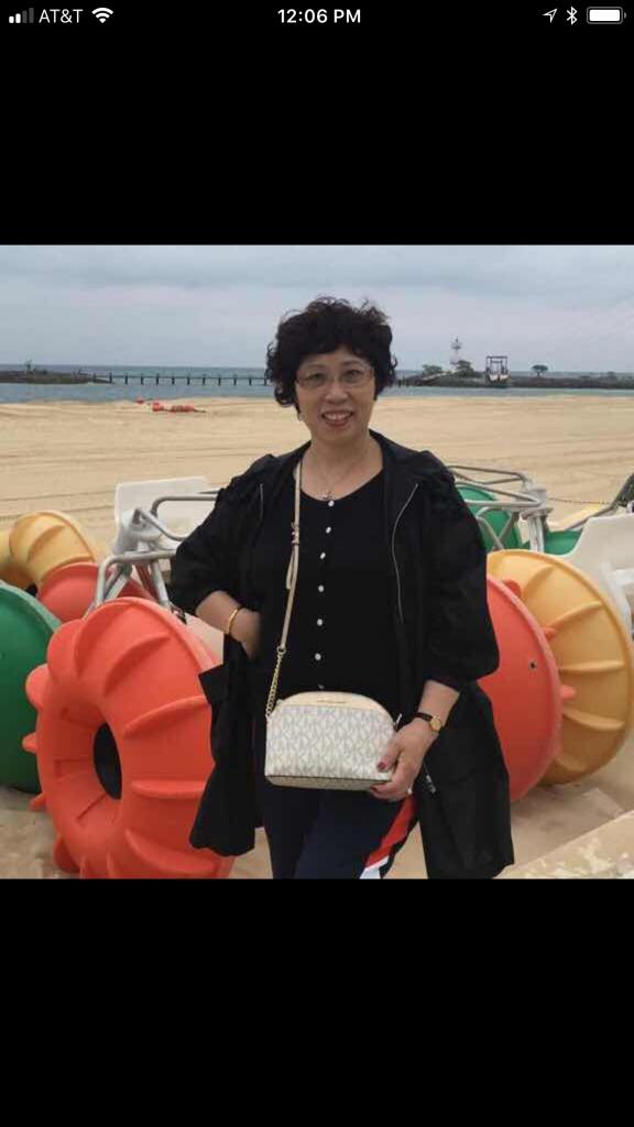Linghua Ji in the photo 2