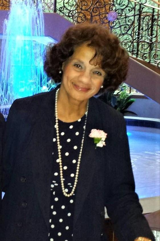 Angela Harris in the photo 1